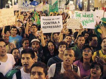À bas la répression !  Front unique des organisations ouvrières pour défendre les manifestations !