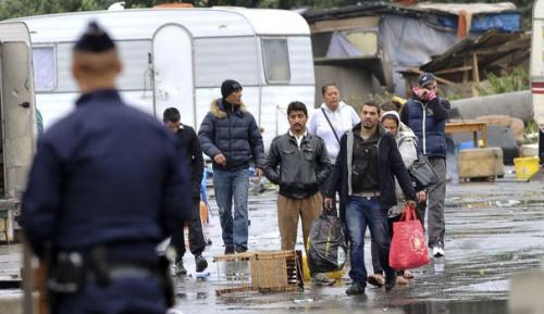 Halte aux destructions des camps de Roms, aux   expulsions de travailleurs et d'élèves étrangers!