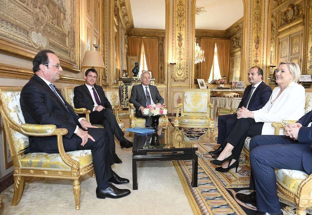 Hollande et Valls ouvrent la voie à la réaction