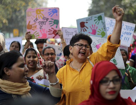 Femmes travailleuses de tous les pays, debout contre l'oppression et l'exploitation !